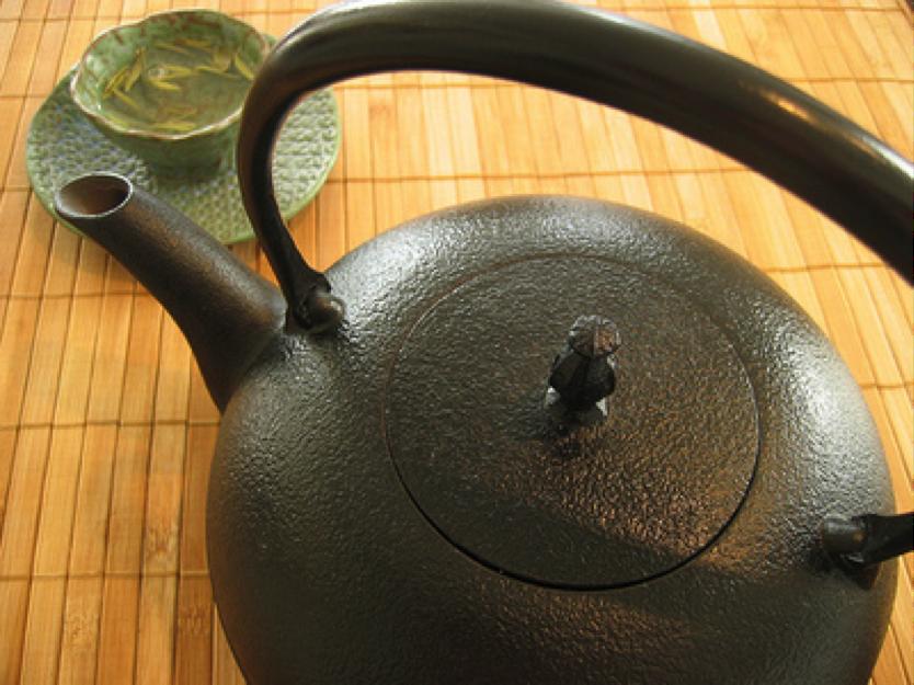 Grønt te minkar um tannloysi